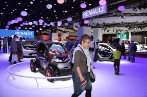 写真3 ルノーブースのTwiZyなど電気自動車群の展示
