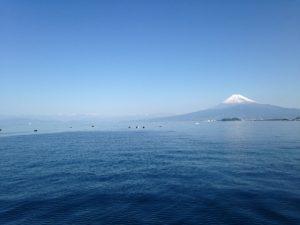 沼津大瀬崎沖から望む富士山と南アルプス